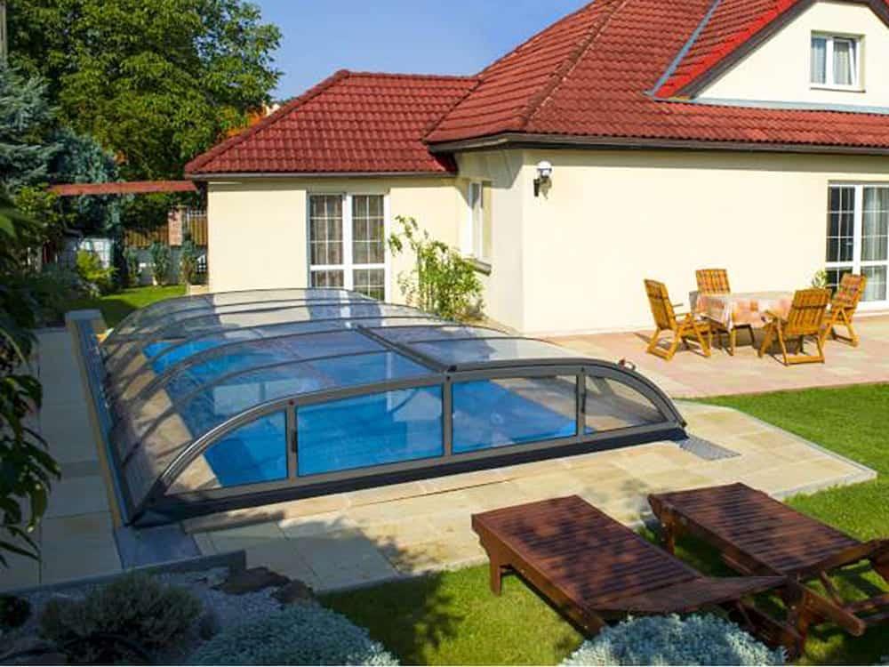 Dallas A Telescopic Pool Enclosure Silver Or Gray Frame