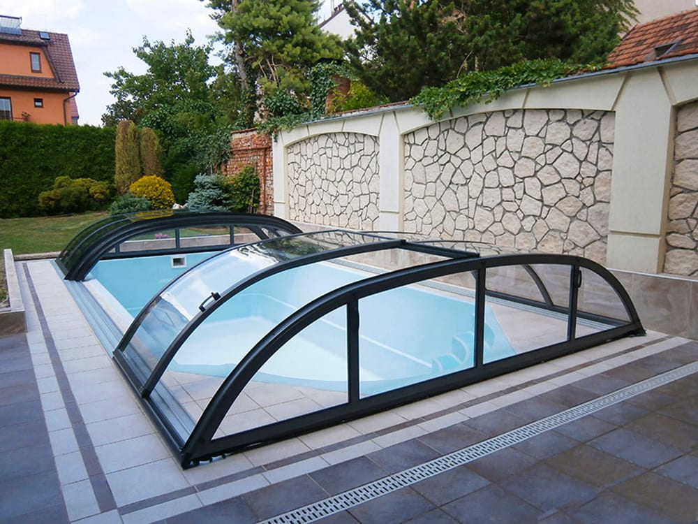 Dallas Clear Glazing A Telescopic Pool Enclosure Silver Or Gray Frame