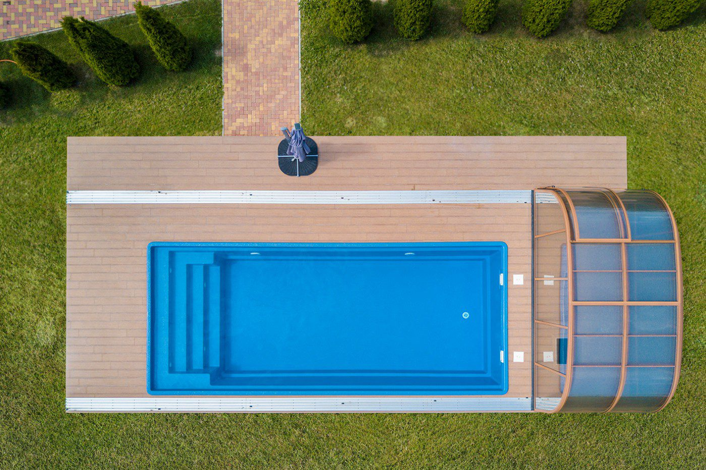 Oscar 9M ceramic-fibreglass core swimming pool with steps and safety cover